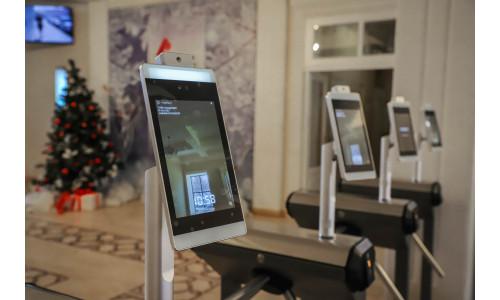 В университете им. Минина в Нижнем Новгороде начал работать комплекс распознавания лица с автоматическим измерением температуры